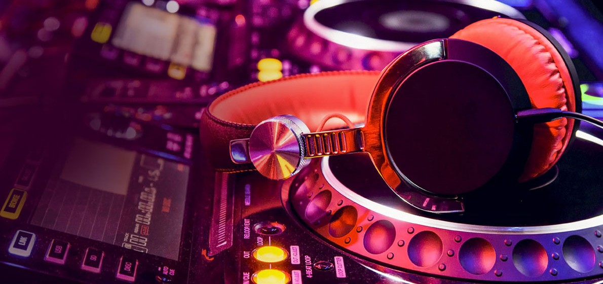 4 Reasons Why You Should Hire a Professional DJ